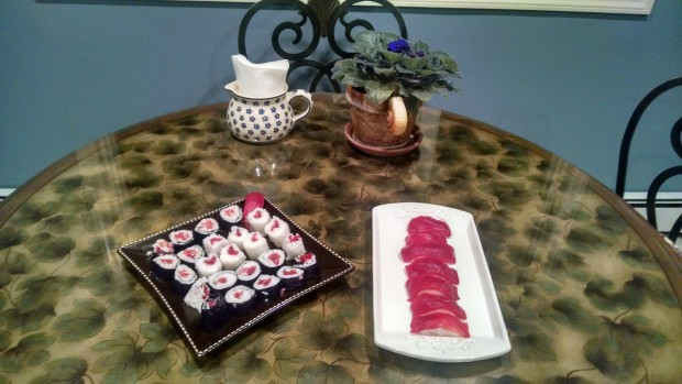 Tuna sashimi and makis
